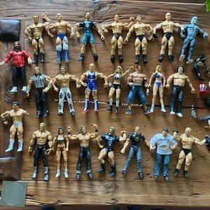 Lot of 22 WWE Figurines Hulk Hogan
